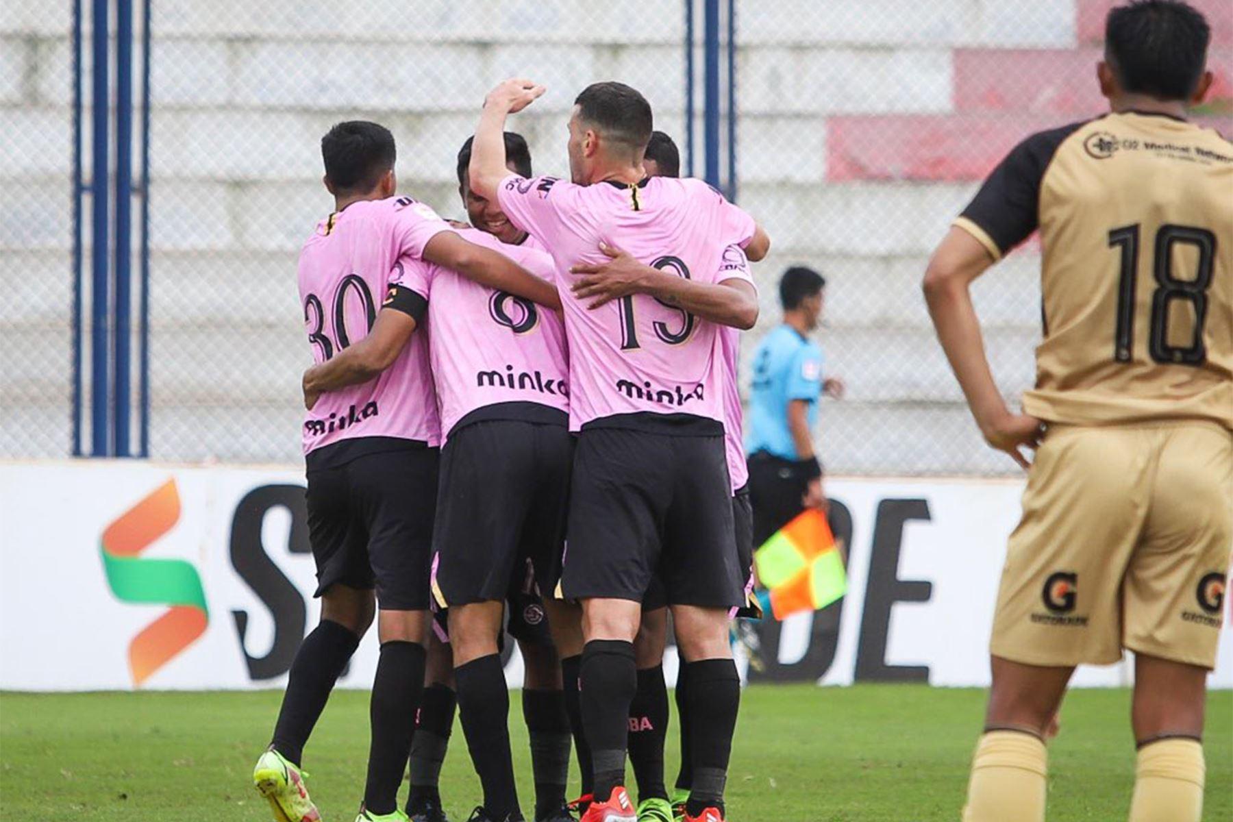 El futbolista Joao Villamarín de Sport Boys celebra su gol anotado  ante  el Cusco FC durante el partido de la fecha 12 de la Liga 1 en el estadio Iván Elías Moreno en Villa el Salvador. Foto: @LigaFutProf