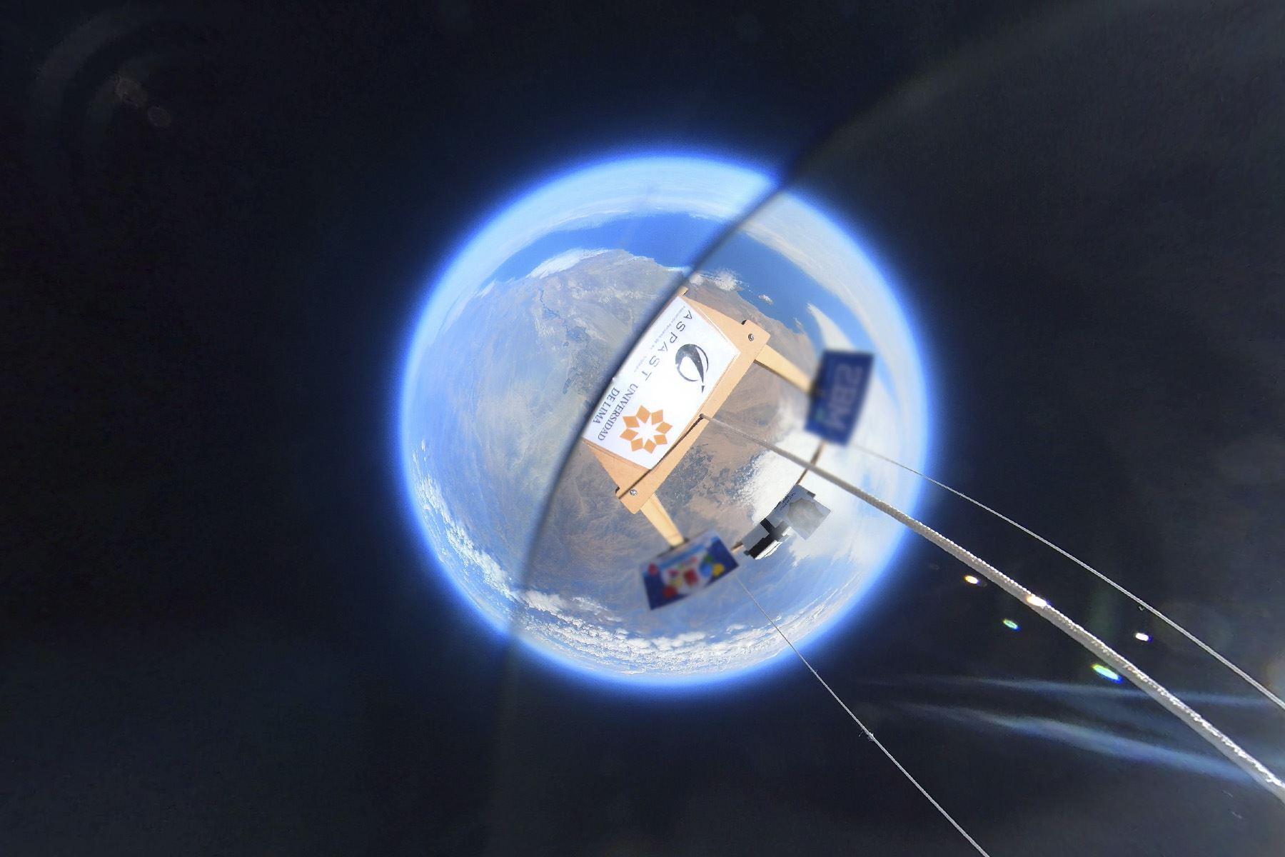 Para el lanzamiento se colocaron muestras de un liquen que se recolectaron de la zona desértica de Ica. Foto: Proyecto Estratósfera