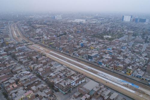 Alcalde de Lima  supervisa inicio de montaje de nuevas estaciones de la ampliación norte del metropolitano