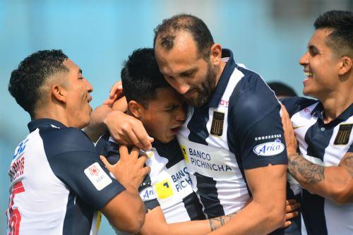 Alianza Lima gana 1 a 0 ante FBC Melgar  durante el partido de la Liga 1 en el estadio Alberto Gallardo