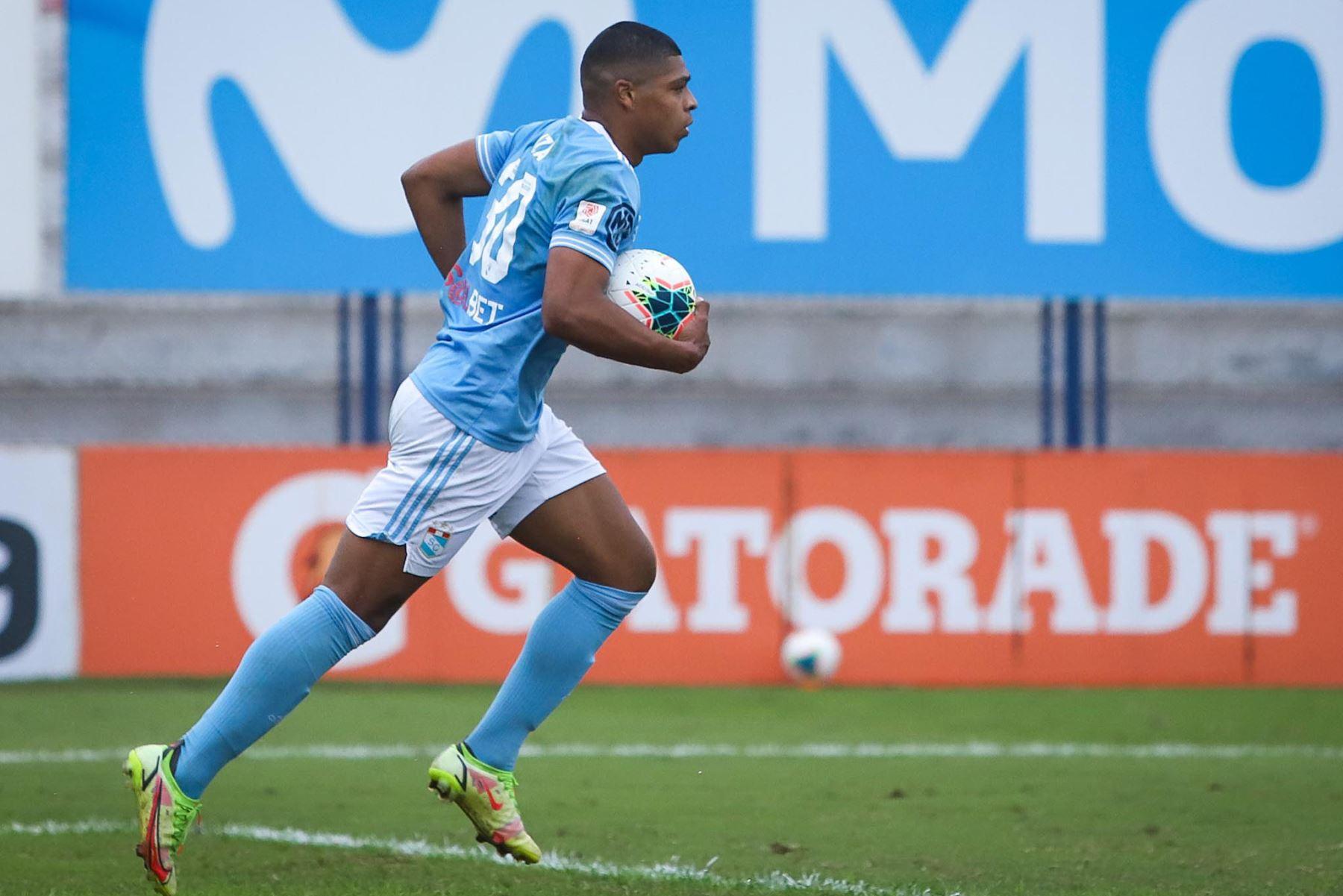 Percy Liza (79') anota el descuento para los celestes. Carlos Manucci derrota 3-1 a Sporting Cristal por la Fase 2 de la Liga 1. Foto: FPF