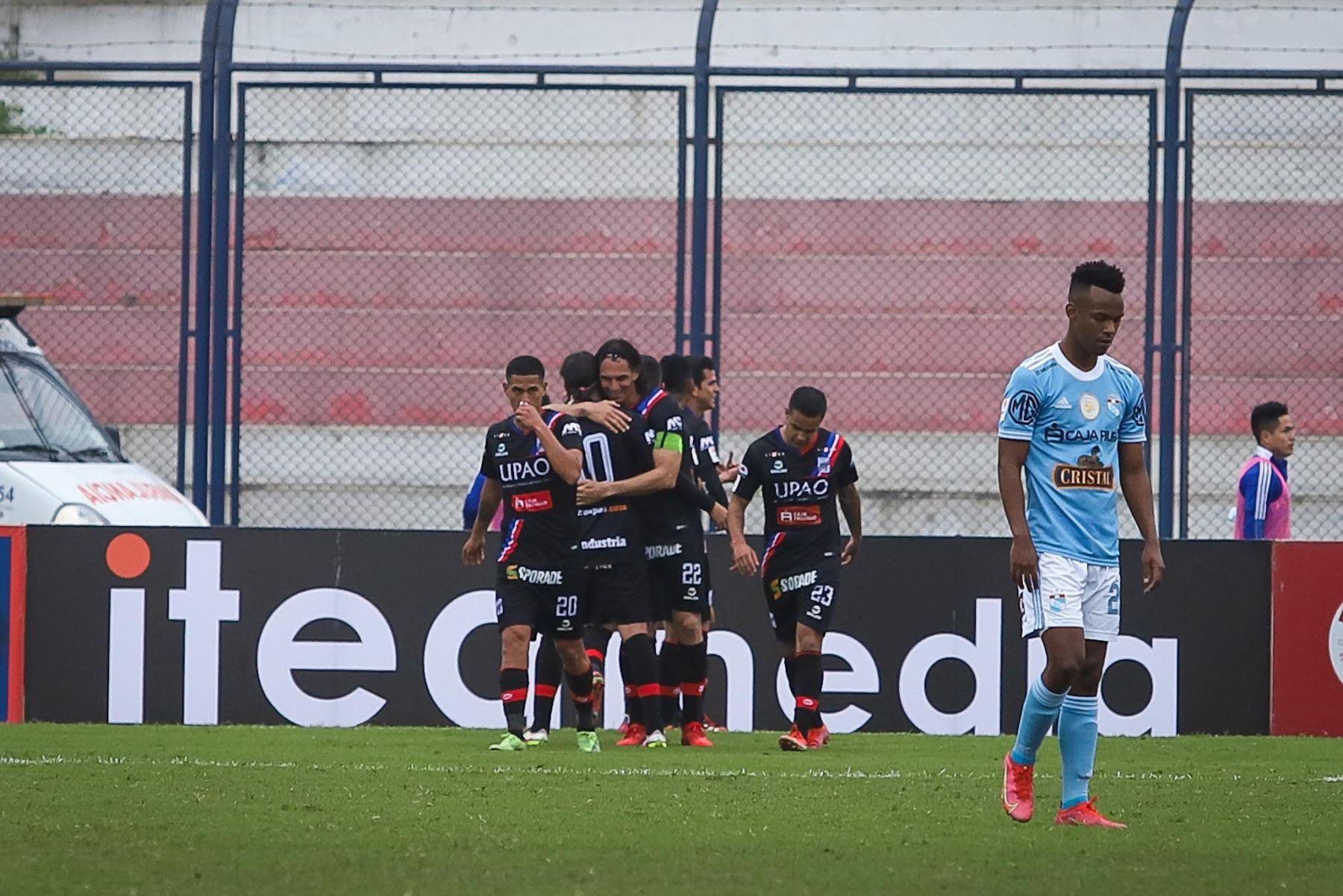 Osnar Noronha (61') anota el tercero para el Tricolor. Carlos Manucci derrota 3-1 a Sporting Cristal por la Fase 2 de la Liga 1. Foto: FPF