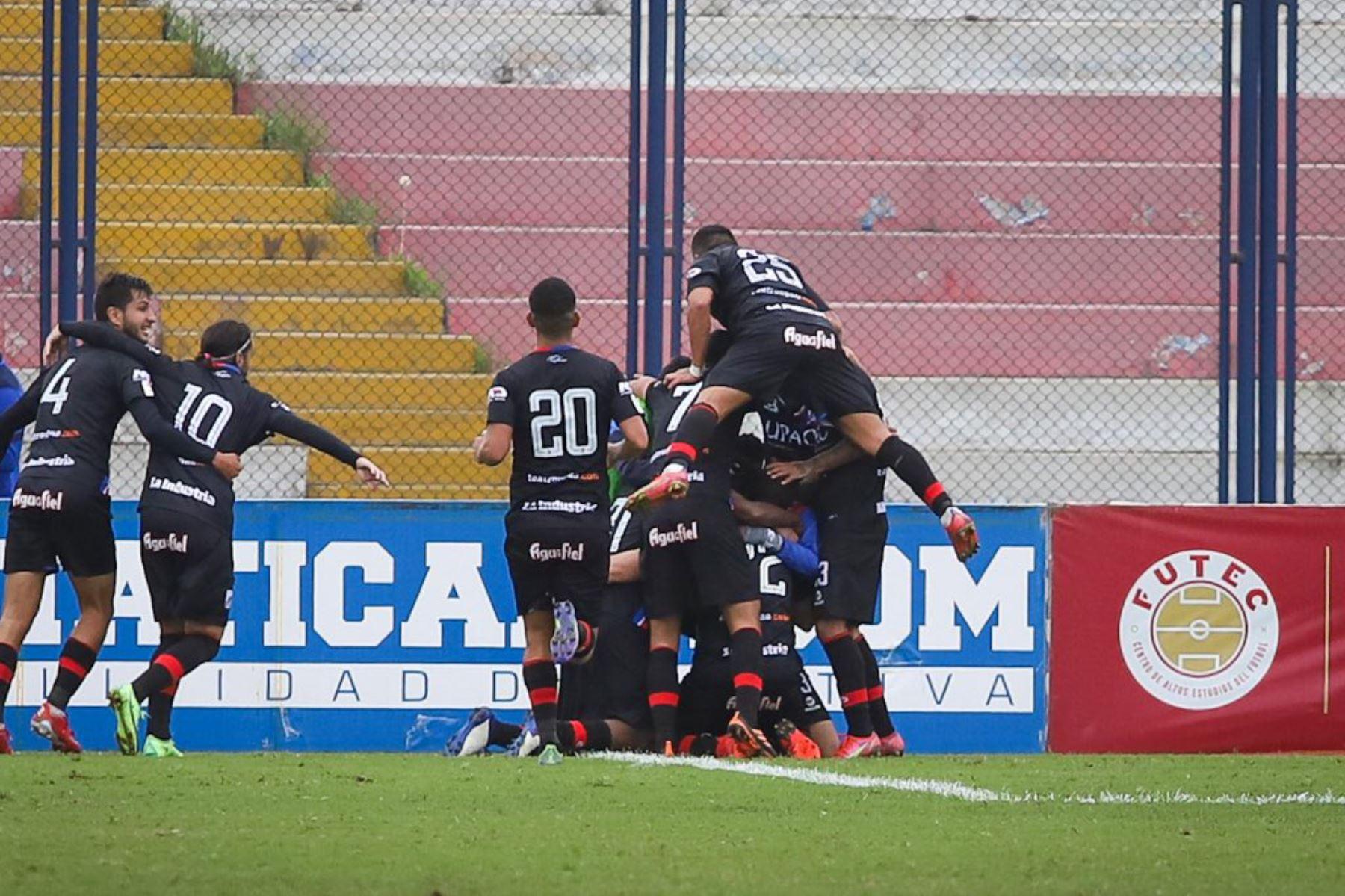 José Carlos Fernández pone el 2-0. Carlos Manucci derrota 3-1 a Sporting Cristal por la Fase 2 de la Liga 1. Foto: FPF