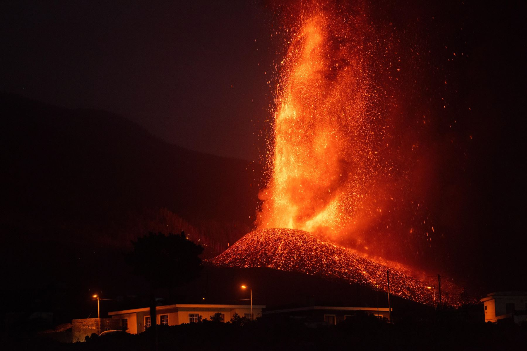 España: la lava del volcán de La Palma afecta ya 400 hectáreas de territorio