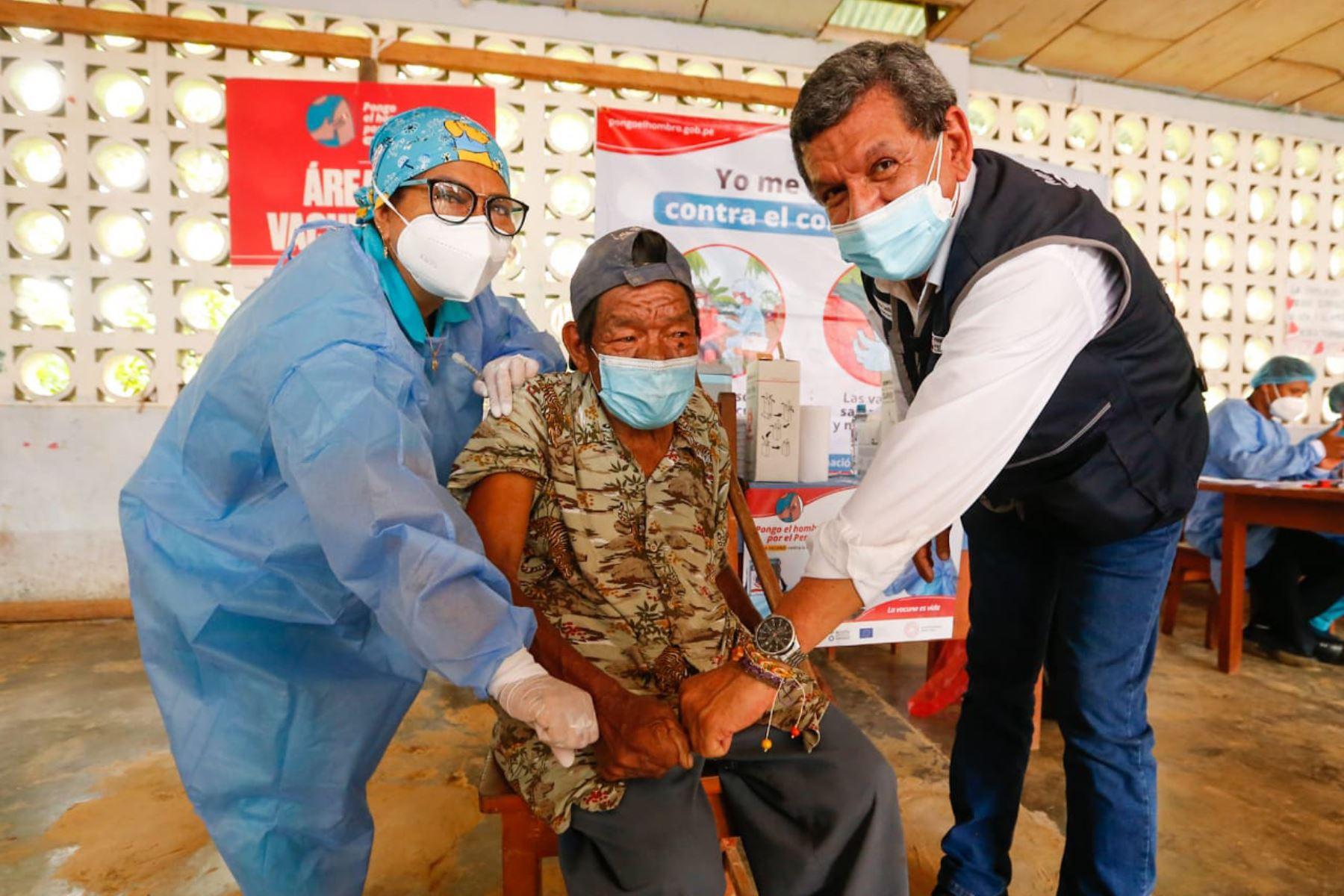 Ministerio de Salud, bajo su estrategia Vamos a tu encuentro, el proceso de vacunación a los ciudadanos, buscando activamente personas con primera o segunda dosis pendiente para cerrar la brecha de los no inoculados. Foto: Minsa