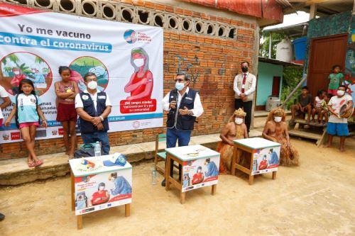 El ministro de Salud supervisa la vacunación contra la Covid-19 en Loreto