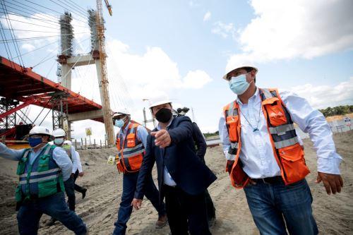 El titular de la PCM Guido Bellido supervisa la construcción del Puente Nanay en Loreto