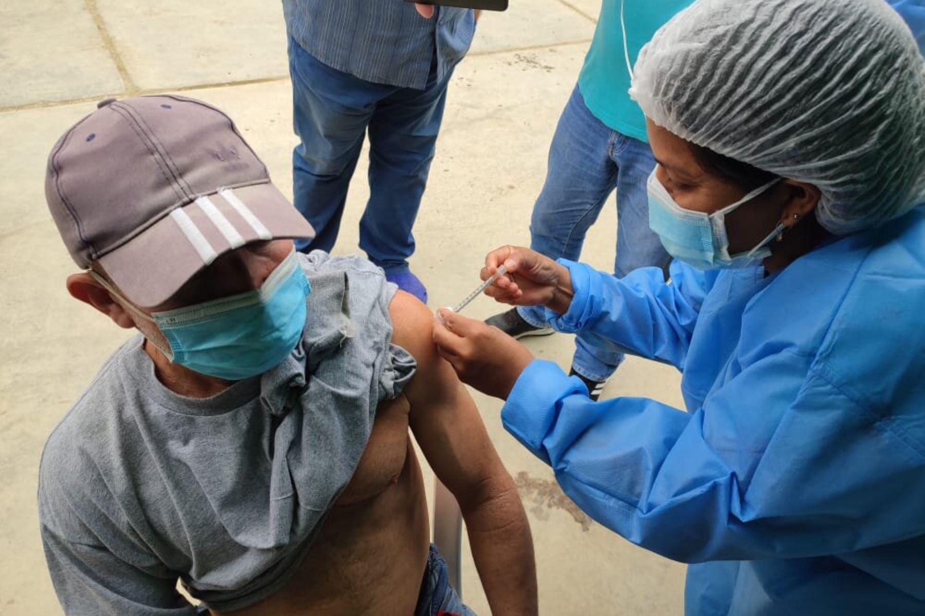 Covid-19: Tumbes lidera ranking regional con el 71% de su población inmunizada