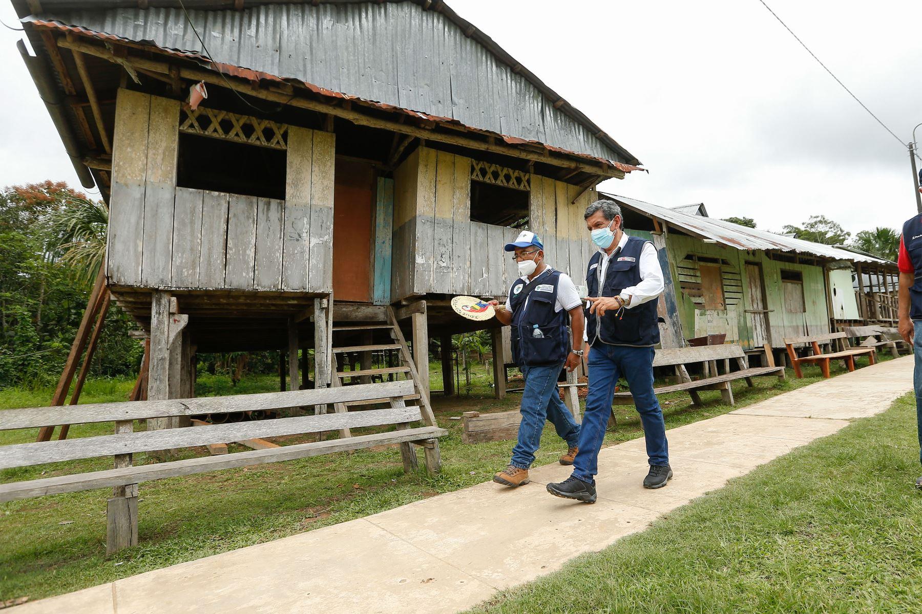 El ministro de Salud, Hernando Cevallos, visita Loreto para supervisar vacunación contra la Covid-19. Foto: ANDINA/ MINSA