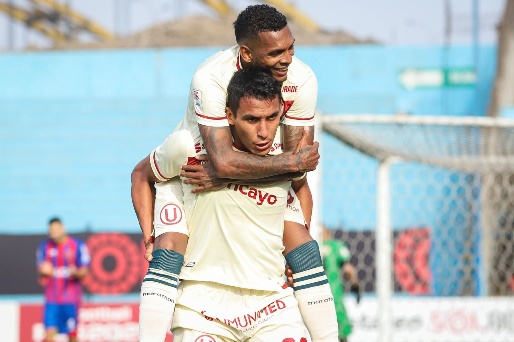 El futbolista Álex Valera de Universitario de Deportes  celebra su gol anotado ante el club Alianza UDH durante el partido de la fecha 12 de la Liga 1 en el estadio Alberto Gallardo. F oto: @LigaFutProf