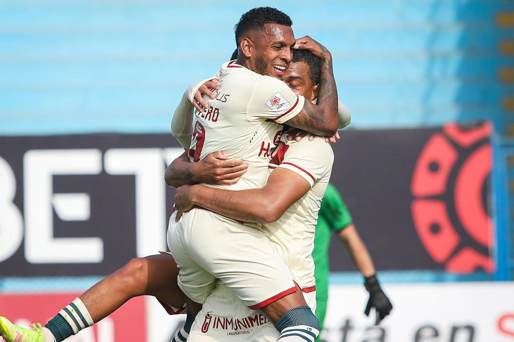 El futbolista Nelinho Quina de Universitario de Deportes  celebra su gol anotado ante el club Alianza UDH durante el partido de la fecha 12 de la Liga 1 en el estadio Alberto Gallardo. F oto: @LigaFutProf