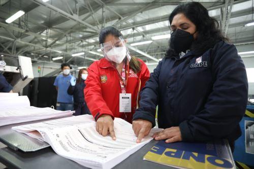 La ONPE sigue con los preparativos para la revocatoria y elecciones municipales de octubre.