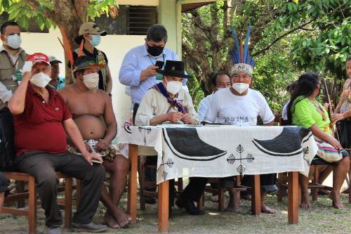 El ministro de Cultura, Ciro Gálvez, dialogó con ciudadanos kukamas, yaguas y boras en la comunidad de Padre Cocha, región Loreto. Foto: ANDINA/Difusión