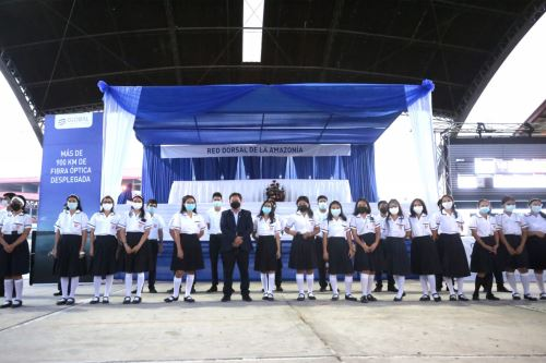 El presidente del Consejo de Ministros inaugura el servicio de implementación de Internet  en el colegio emblemático Mariscal Óscar R. Benavides, en Iquitos