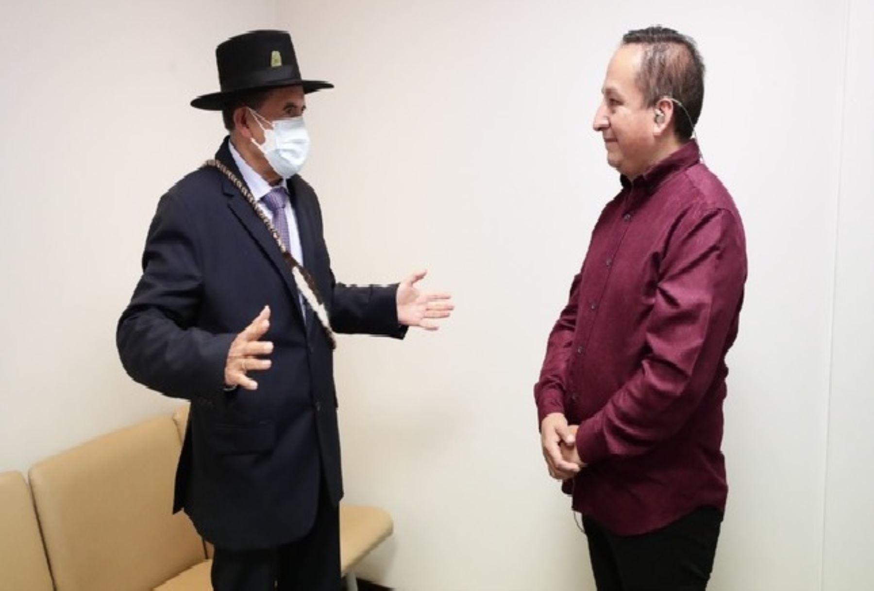 Ministro de Cultura se reunió con el artista Diosdado Gaitán Castro.