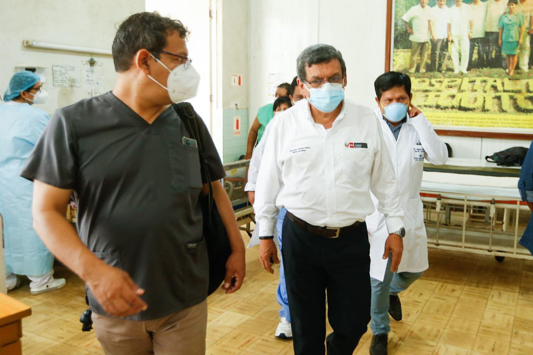 El ministro de Salud,  Hernando Cevallos supervisa las instalaciones del hospital de Iquitos verificando la infraestructura y protocolos ante la covid -19.  Foto : Minsa