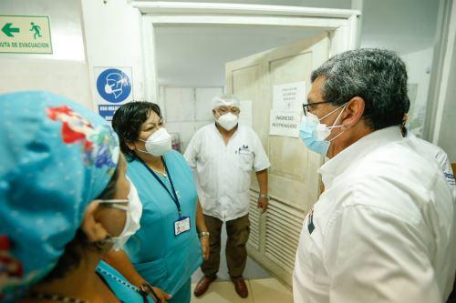 El ministro de Salud supervisa las instalaciones del hospital de Iquitos verificando la infraestructura y protocolos ante la covid -19