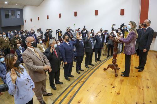 Presidenta del Congreso juramentó a la Bancada La Libertad en Trujillo