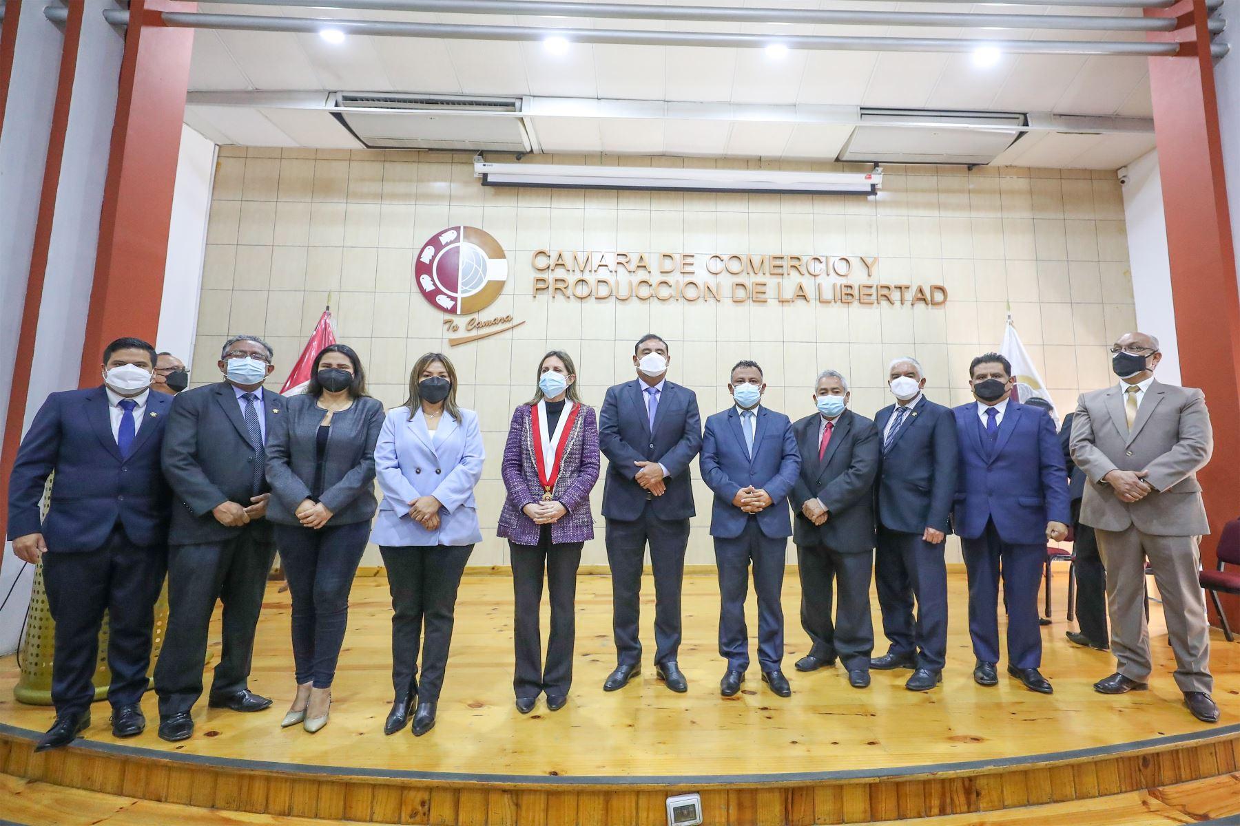 La presidenta del Congreso, Maricarmen Alva Prieto juramentó a la Bancada La Libertad en Trujillo Foto: Congreso