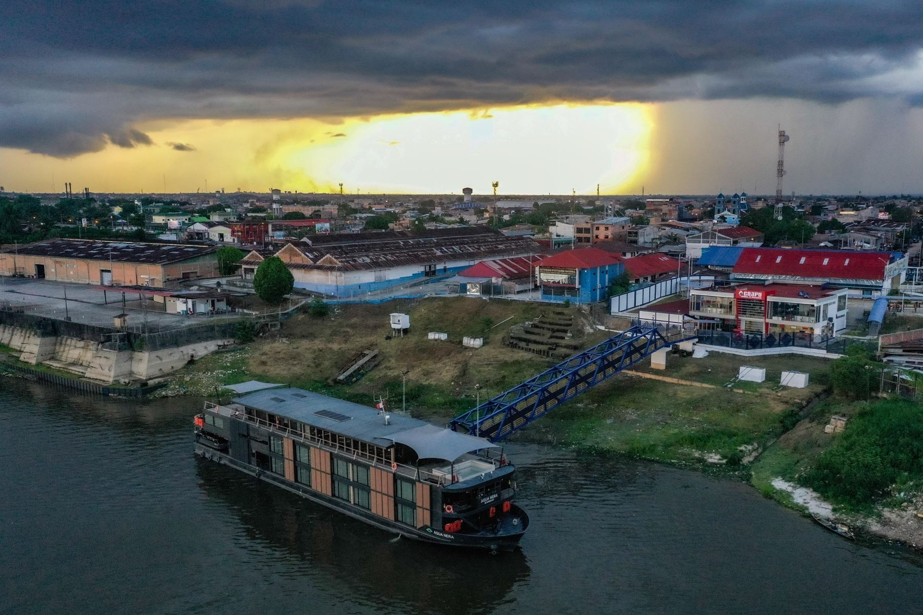 El nuevo terminal fluvial de pasajeros inició operaciones en Iquitos. El ministro de Transportes y Comunicaciones, Juan Silva, estuvo presente en este acontecimiento y dijo que esta moderna infraestructura beneficiará a alrededor de 346,000 ciudadanos de la Amazonía. Foto: ANDINA/ MTC