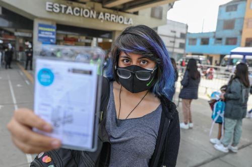 Minsa impulsa campaña de vacunación y descarte del covid-19 en la estación Nicolás Arriola de la Victoria