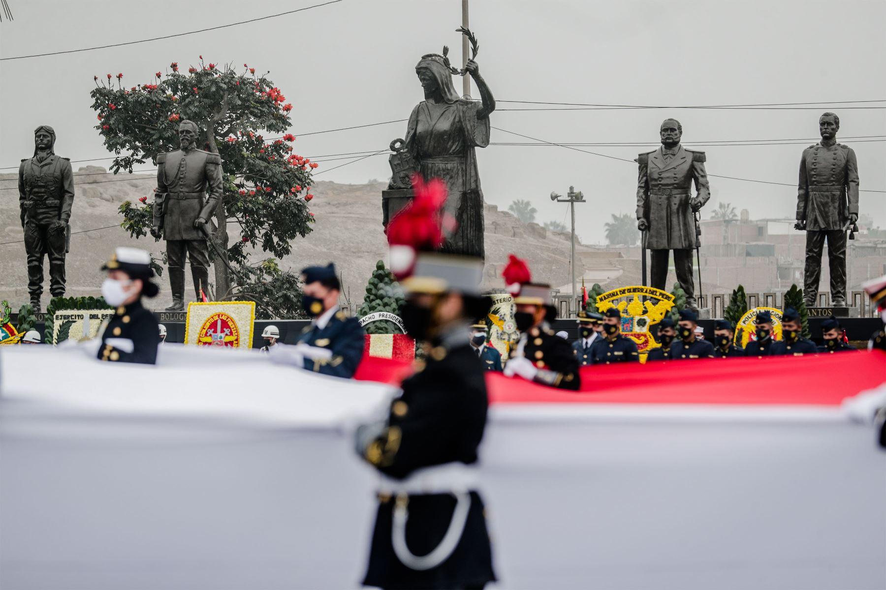 El presidente Pedro Castillo Terrones, asiste a la ceremonia por el Día de las Fuerzas Armadas, que se realiza en la plaza de la Bandera, ubicada en los límites de los distritos de Cercado de Lima, Breña y Pueblo Libre. Pueblo Libre. Foto: ANDINA/Prensa Presidencia