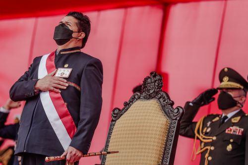 El presidente Pedro Castillo asiste a la ceremonia por el Día de las Fuerzas Armadas
