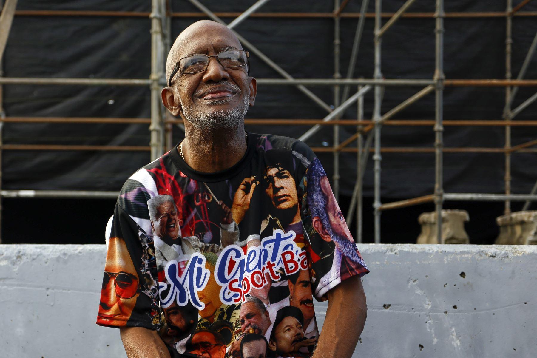 Roberto Roena posa en un concierto con motivo de la edición 34 del Día Nacional de la Salsa, en San Juan, Puerto Rico (marzo de 2017). Foto: EFE