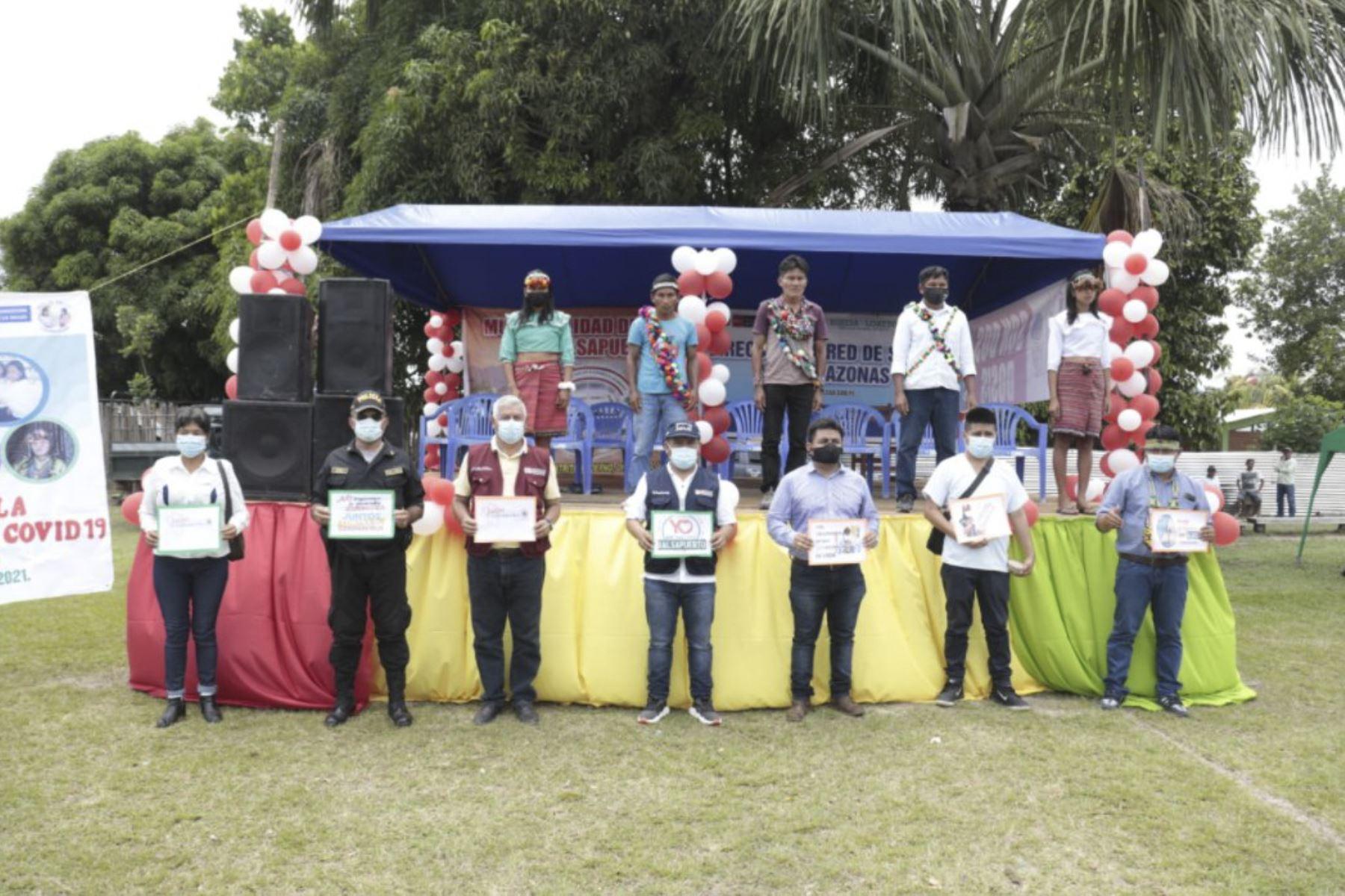 Las brigadas fueron recibidas previamente en el campo deportivo del distrito de Balsapuerto, a más de tres horas de la ciudad de Yurimaguas. Foto: ANDINA/Minsa