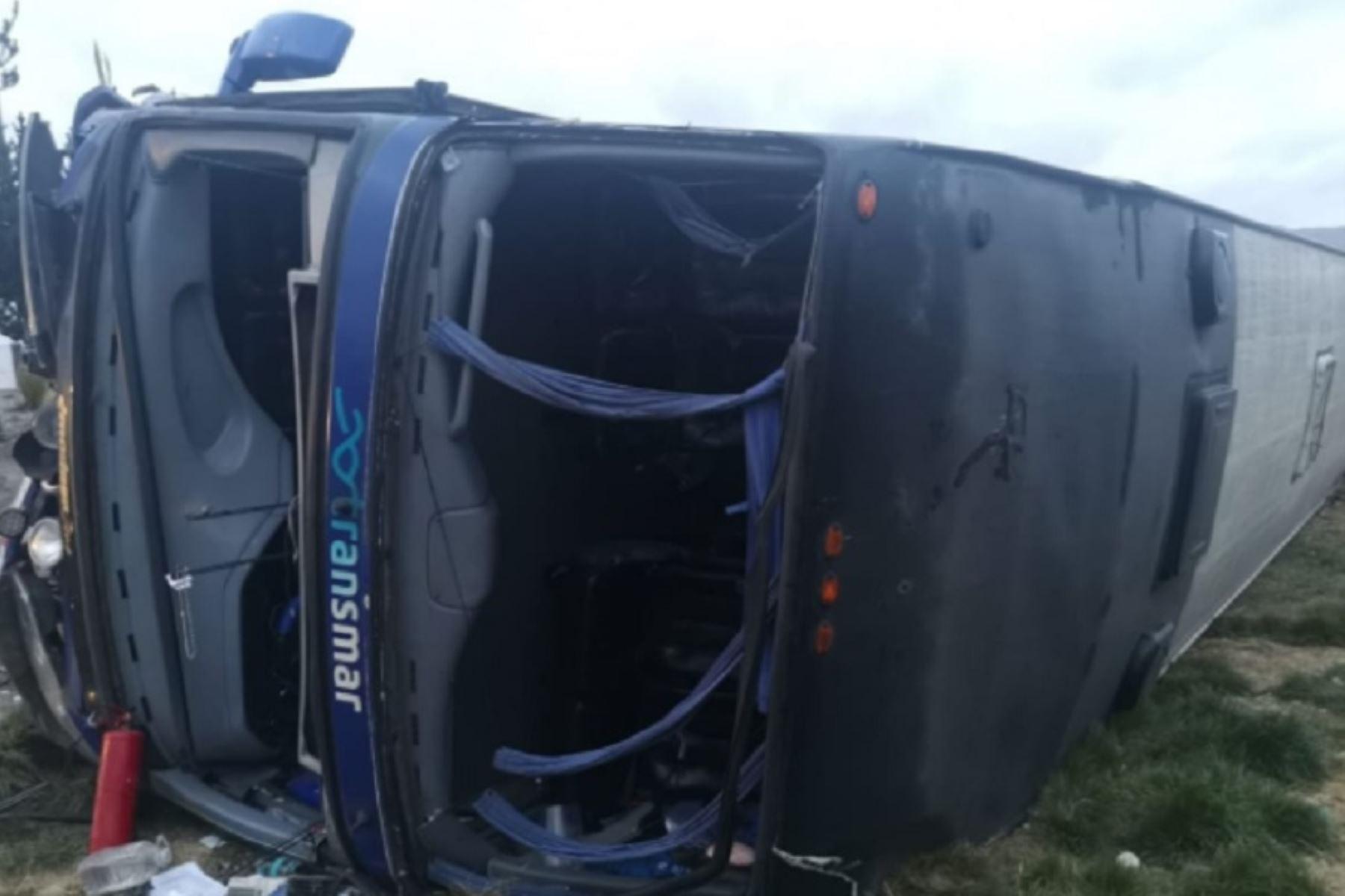 Seis pasajeros heridos dejó esta madrugada el despiste y volcadura de un bus de transporte interprovincial a la altura del kilómetro 65+900 de la Carretera Central, en el sector de Uco del tramo Pasco-La Oroya.