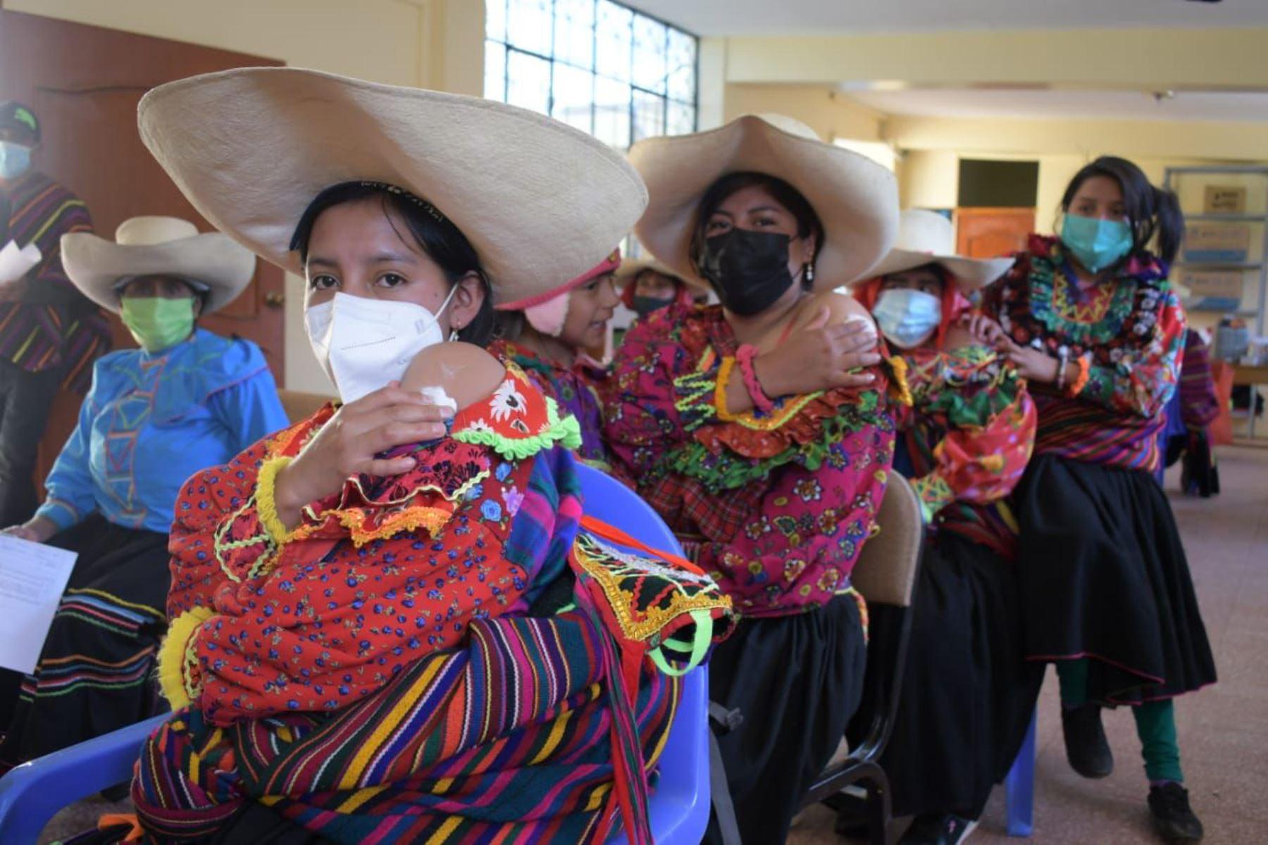 En Lambayeque, los pobladores de 18 años a más del distrito de Incahuasi, acuden a los centros de vacunación ubicados en Uyurpampa e Incahuasi para recibir la vacuna contra la Covid-19. Foto: ANDINA/MINSA