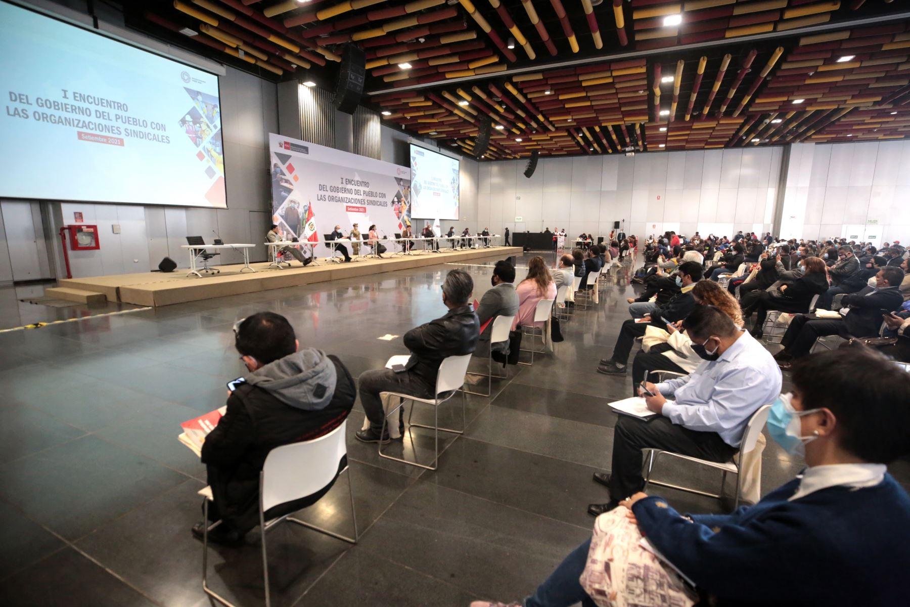"""El Presidente del Consejo de Ministros, Guido Bellido, participa de la apertura del Primer Encuentro del Gobierno del Pueblo con las Organizaciones Sindicales"""", organizado por el Ministerio de Trabajo y Promoción del Empleo de Perú (MTPE). Foto: ANDINA/PCM"""