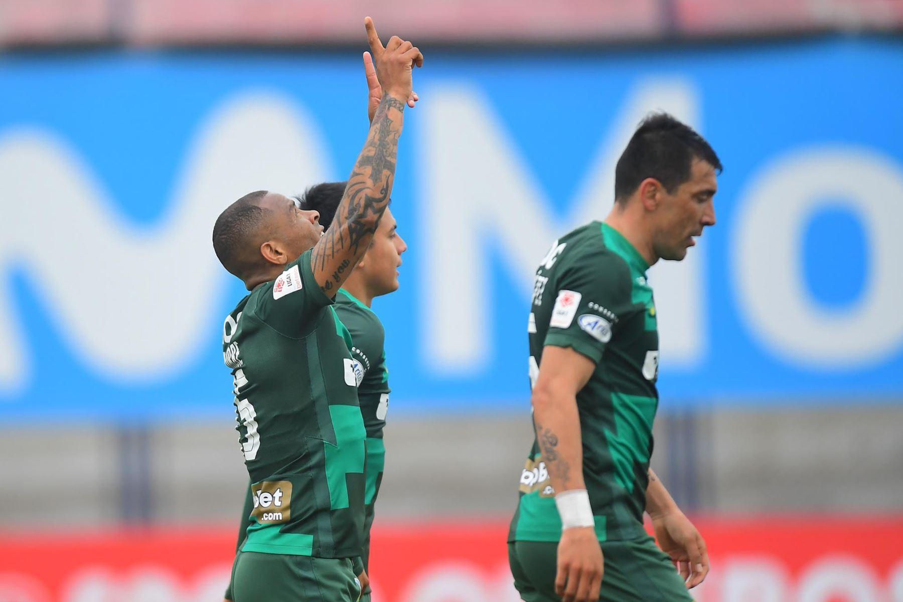 Wilmer Aguirre de Alianza Lima, anota contra el Alianza Atlético. Foto:@LigaFutProf