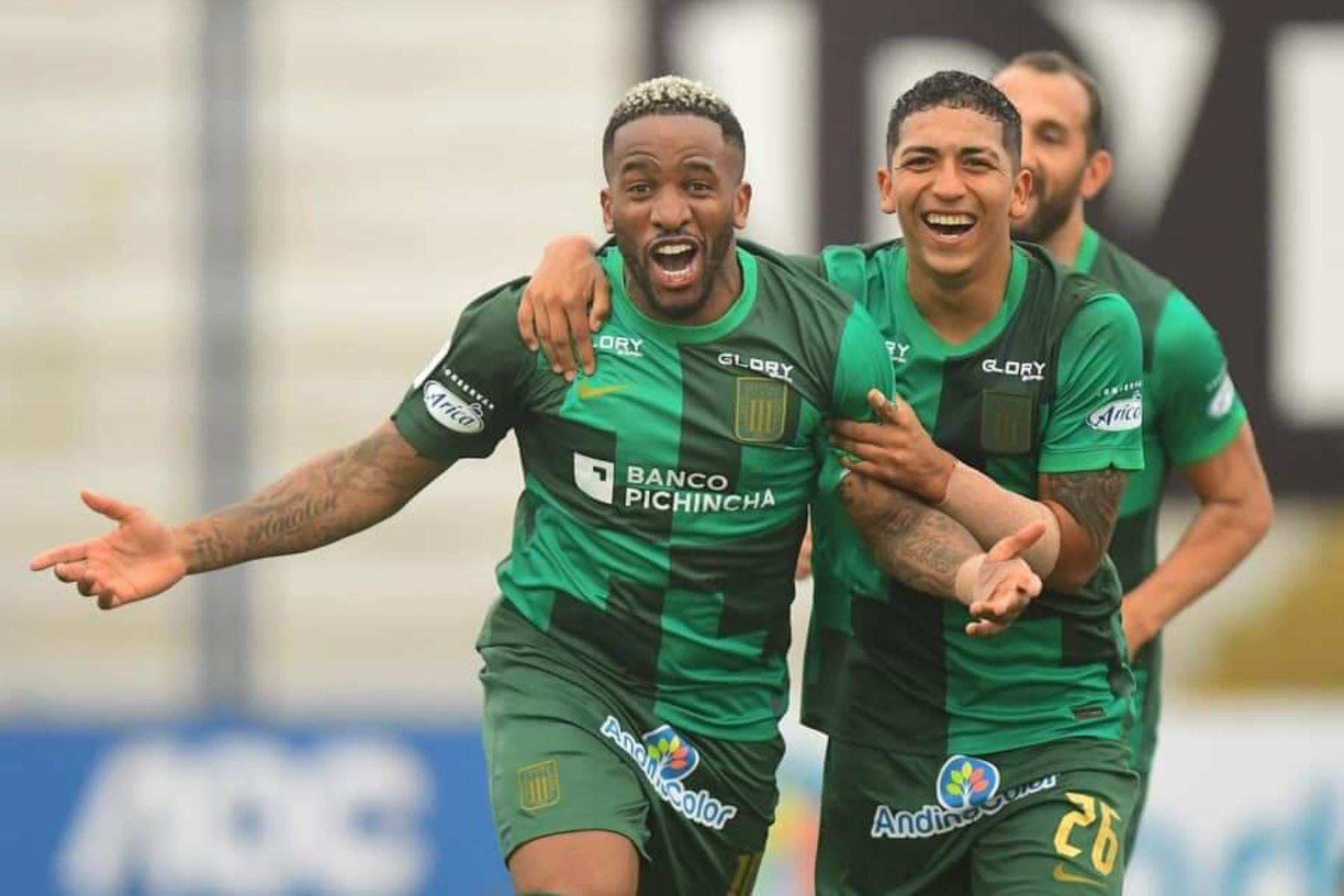 Jefferson Farfán logró el segundo tanto para Alianza Lima a los 16 minutos con un remate de cabeza, tras un tiro de esquina. Foto:@LigaFutProf