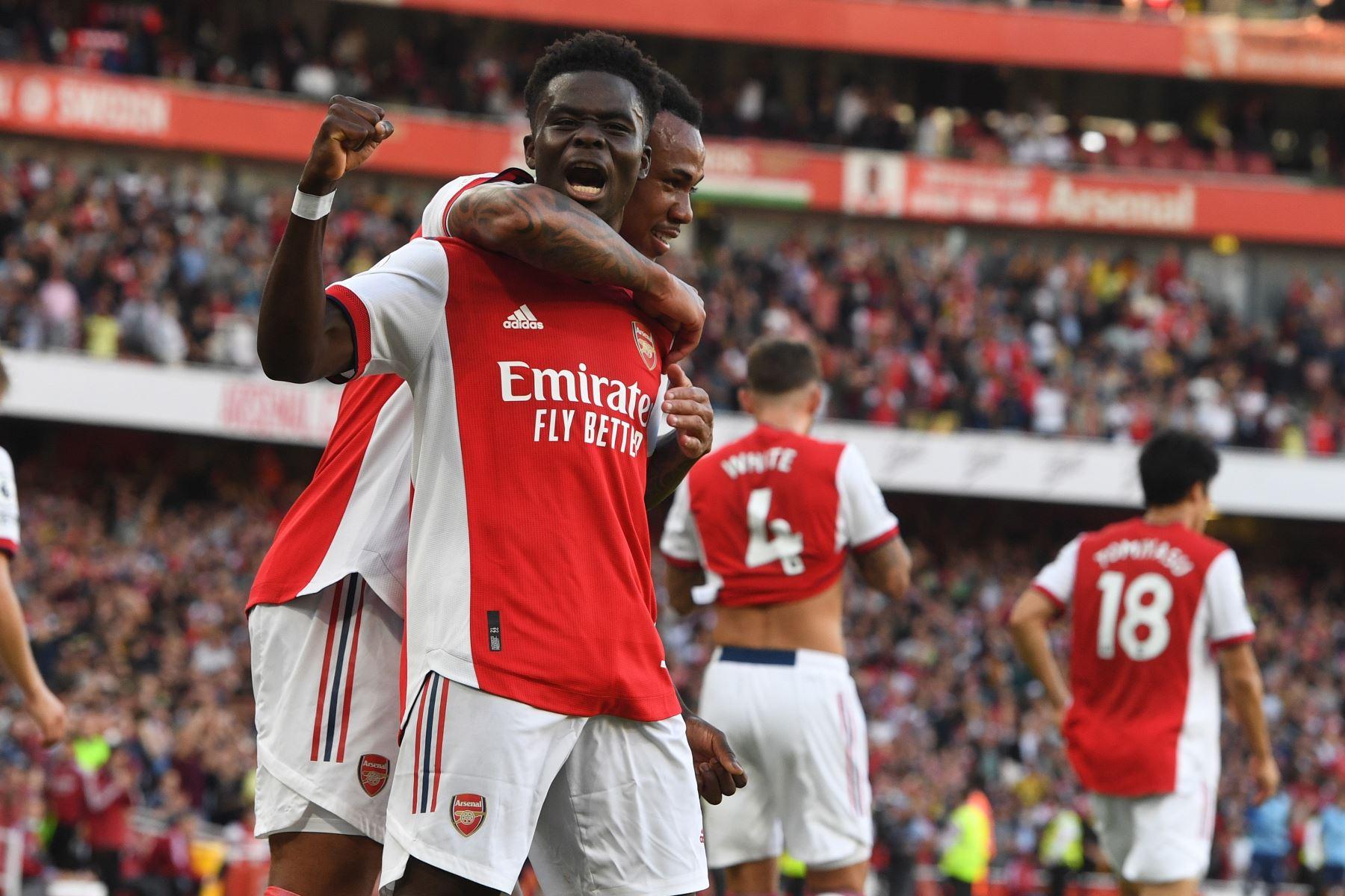 Bukayo Saka del Arsenal celebra tras anotar el 3-0 durante el partido de la Premier League. Foto: EFE