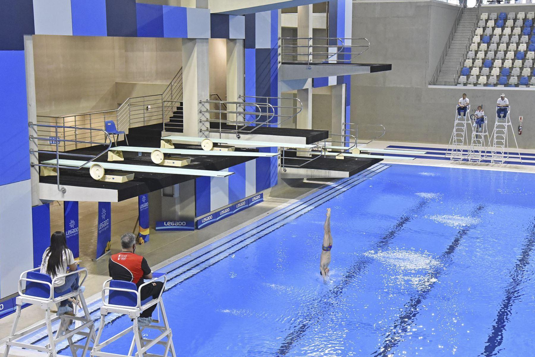 En el selectivo de natación compiten 300 deportivos