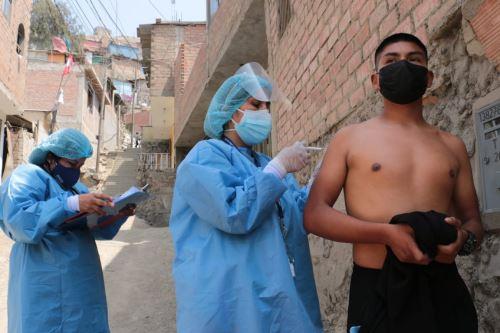 Coronavirus: brigadas de vacunación del Minsa recorrieron casa por casa el AA.HH. Túpac Amaru y la Urb. Ceres en Ate