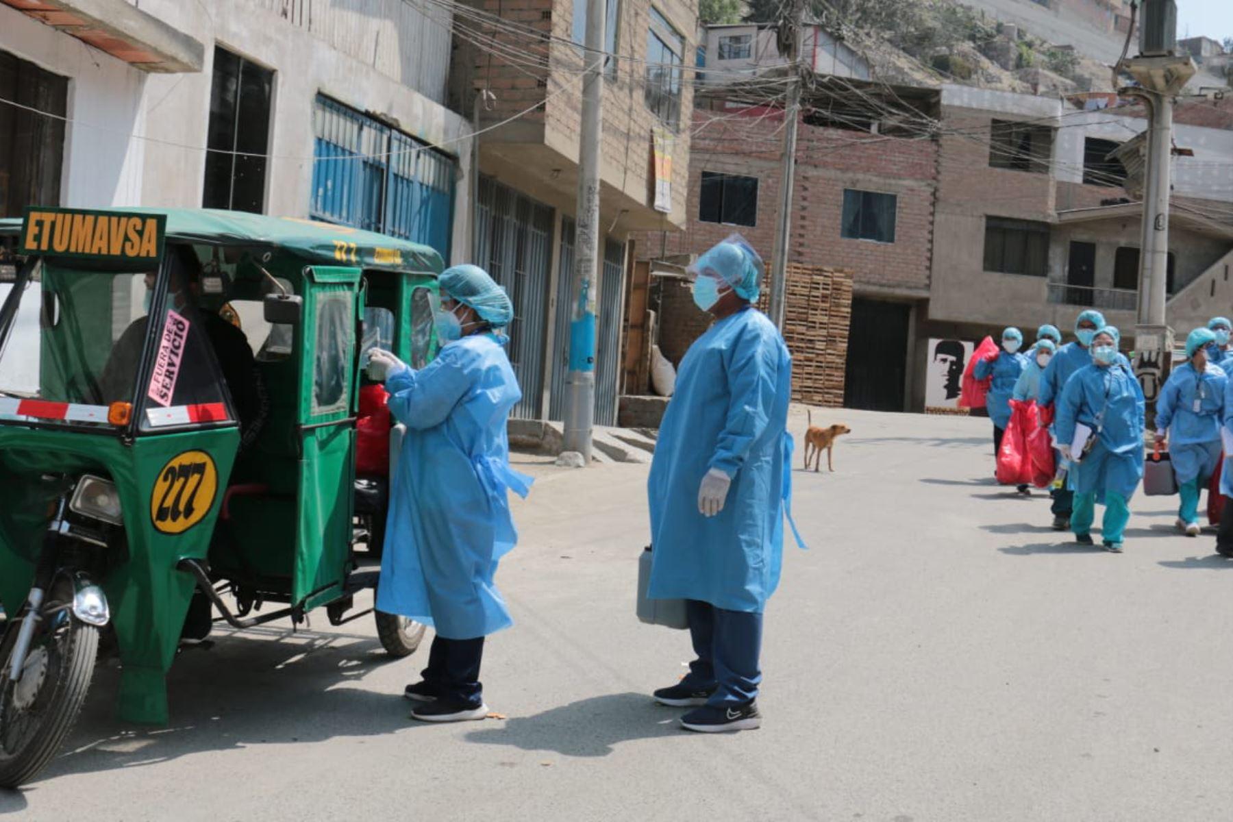 Tras la detección de tres casos de la variante de la COVID-19 delta plus en el distrito de Ate, el Minsa dispuso un cerco epidemiológico en el AA.HH. Túpac Amaru y en la Urb. Ceres 1era Etapa, para frenar la expansión de la enfermedad. Foto: Minsa