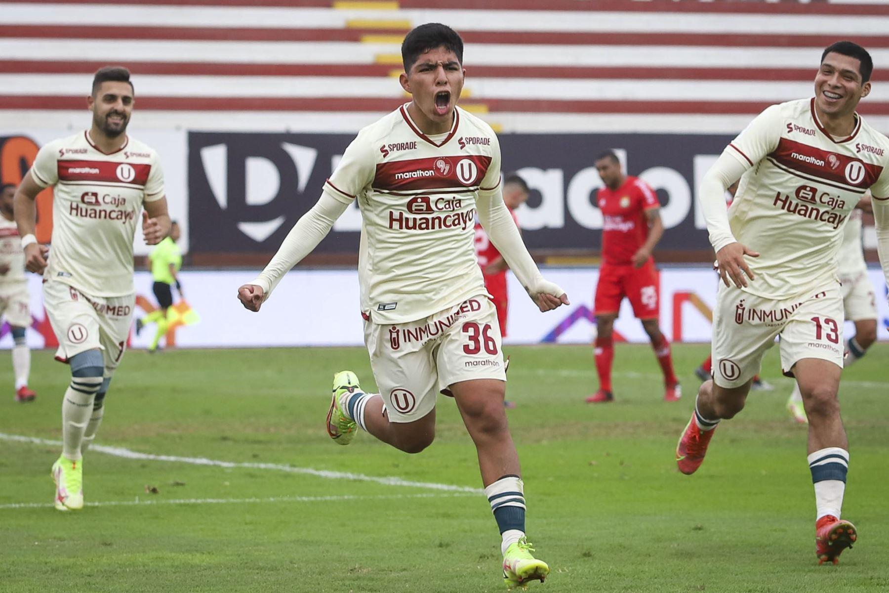 Piero Quispe celebra la anotación del segundo gol en un partido entre Universitario de Deportes y Sport Huancayo por la fecha 13 de la Fase 2 de la Liga 1 Profesional. Foto: ANDINA/Liga 1