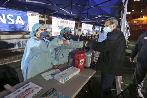 Ministro de Salud participa de la campaña de vacunación en San Juan de Lurigancho