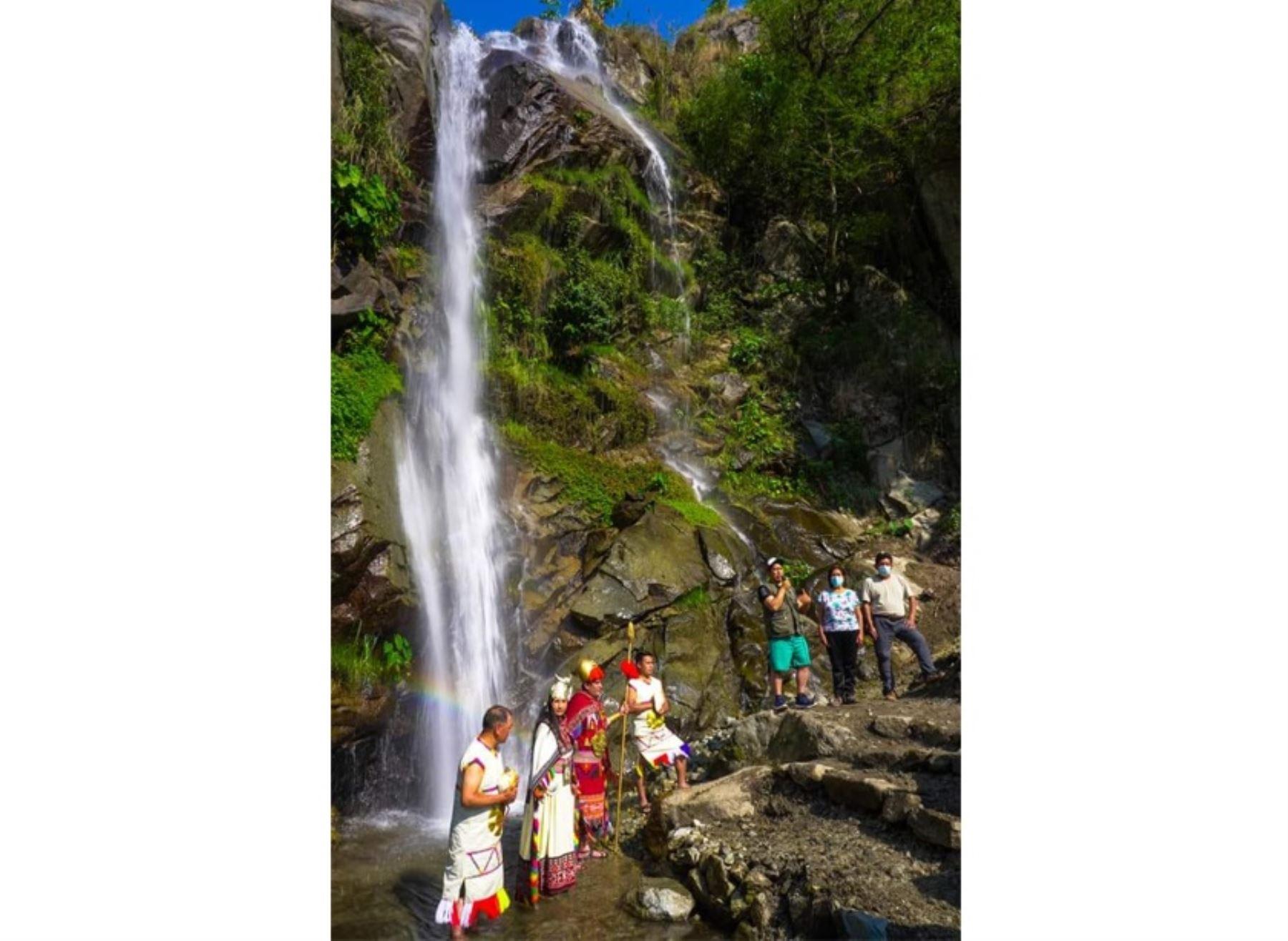 Conoce la impresionante catarata de Ccollpani, ubicada cerca del Santuario Histórico de Machu Picchu, región Cusco, que fue incorporado al circuito turístico del distrito de Machu Picchu pueblo. ANDINA/Difusión