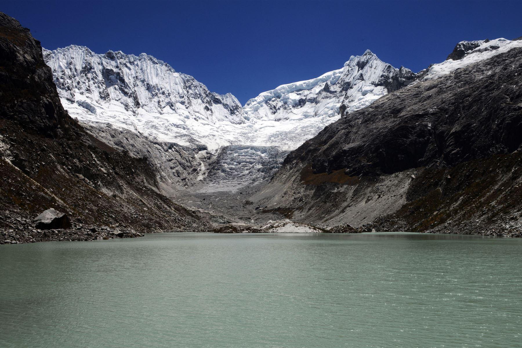 Cordillera Blanca, a 5,000 metros sobre el nivel del mar, en el Parque Nacional Huascarán en Ancash. Foto: AFP