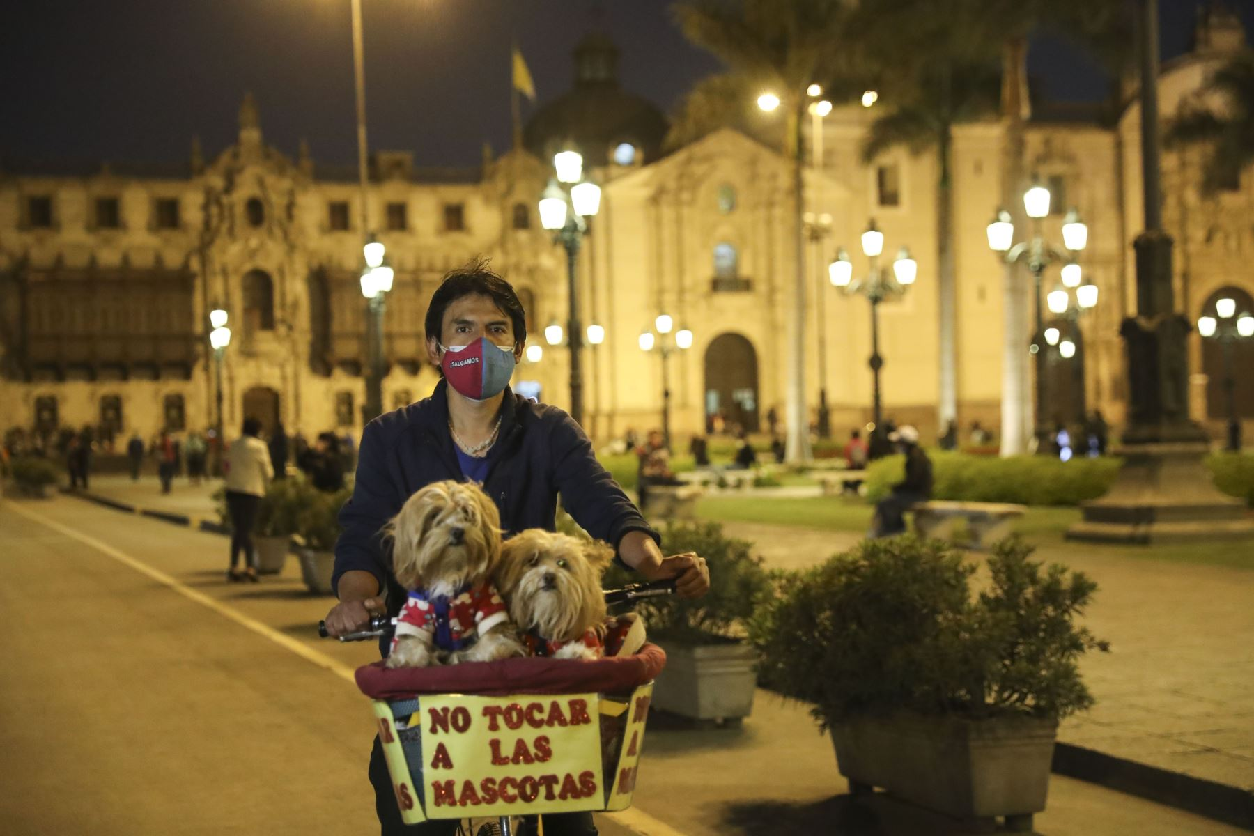 Luego de casi 2 meses de permanecer cerrados, se reabrieron los accesos a la Plaza de Armas de Lima. La plaza fue cerrada como medida de precaución debido a la movilización de manifestantes en el centro de la ciudad. Foto: ANDINA/Carla Patiño Ramírez