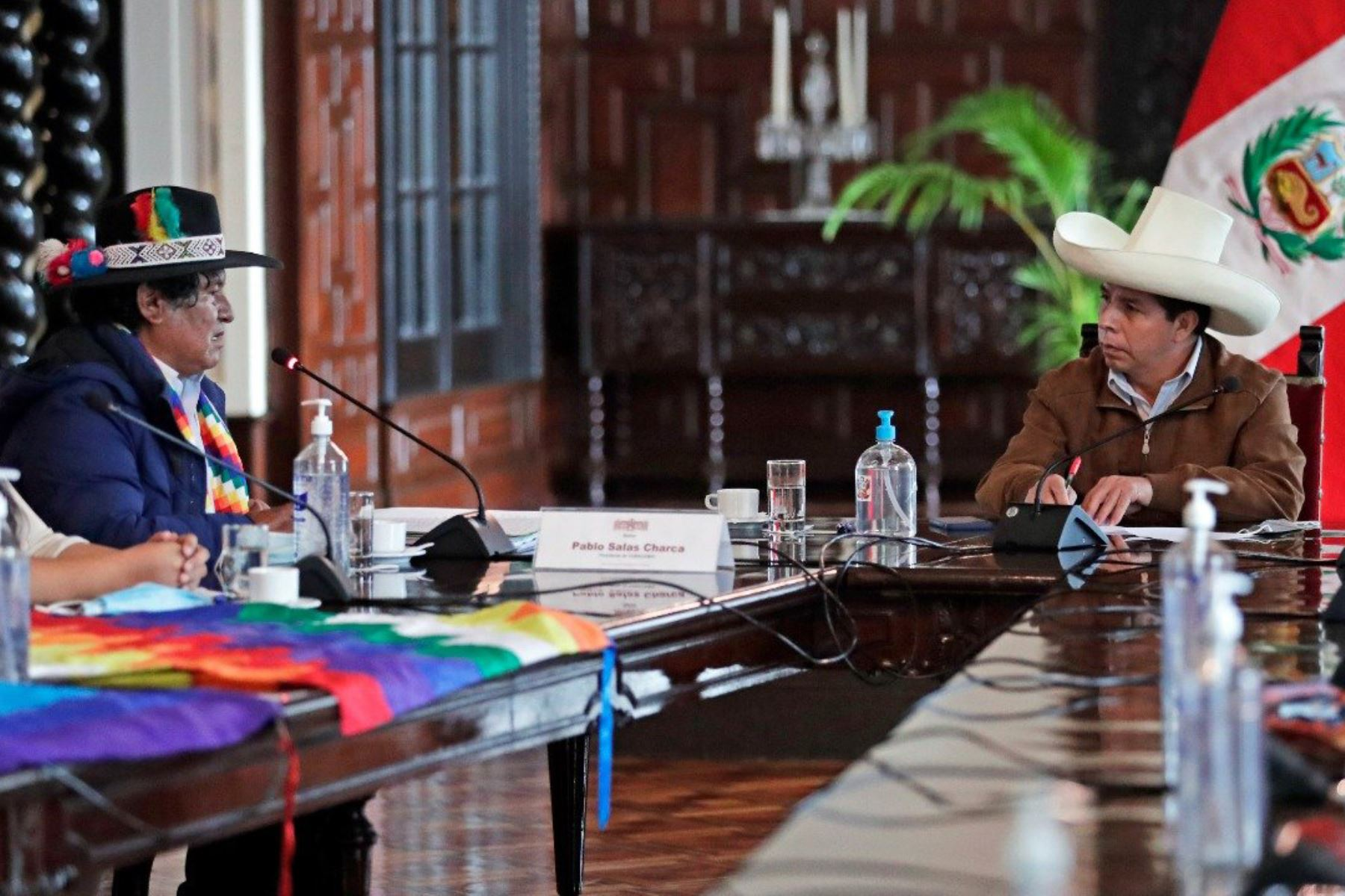 El presidente Pedro Castillo se reunió con representantes de comunidades campesinas afectadas por la minería e hidrocarburos para atender sus demandas por temas ambientales e impulsar el desarrollo económico de sus territorios. Foto: ANDINA/Prensa Presidencia
