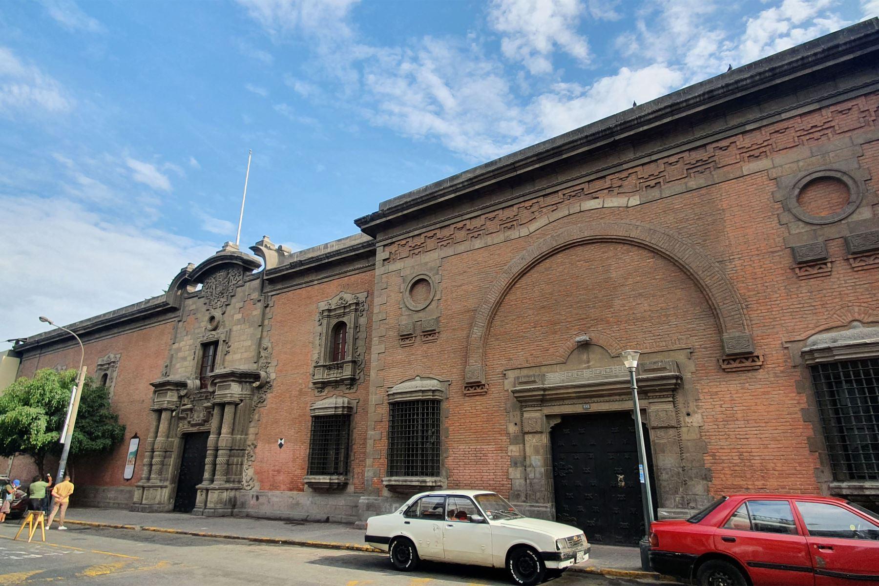 La Escuela Nacional Superior de Bellas Artes celebra hoy 103 años de historia. En breve, iniciará una cruzada internacional para recaudar fondos y restaurar sus tres casonas. Foto: Ensabap