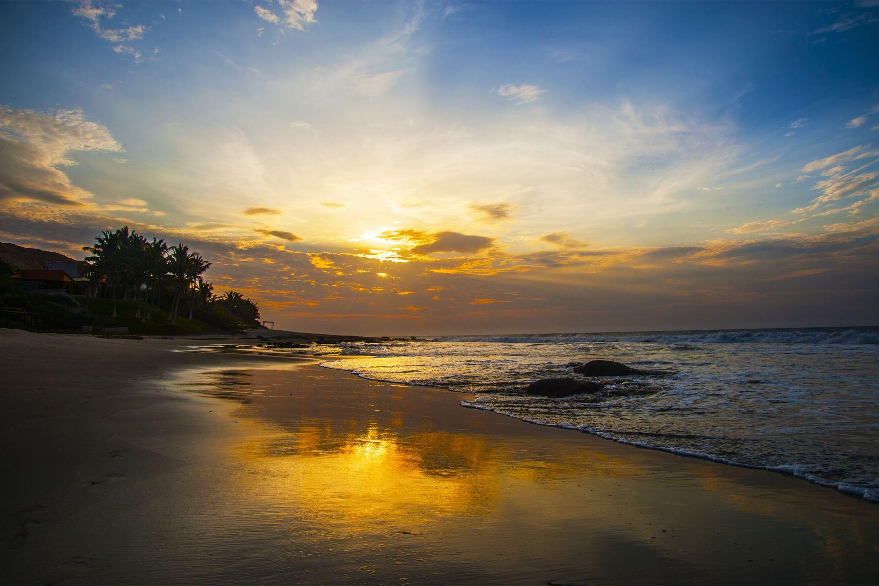Atardecer en la playa Las Pocitas en Máncora. Foto: Difusión / PROMPERU