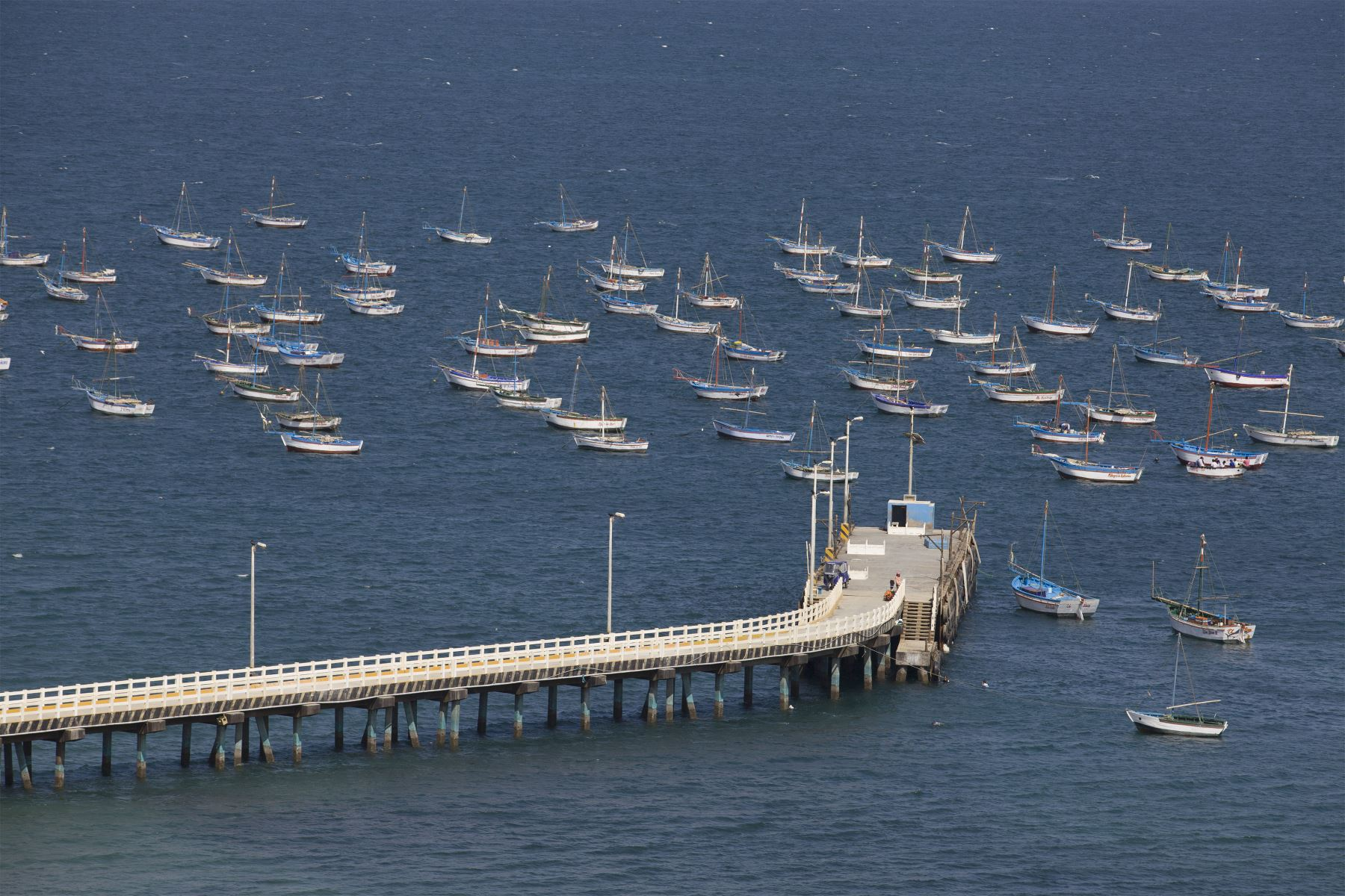 Muelle en la playa El Ñuro, distrito de Máncora. Foto: Difusión / PROMPERU