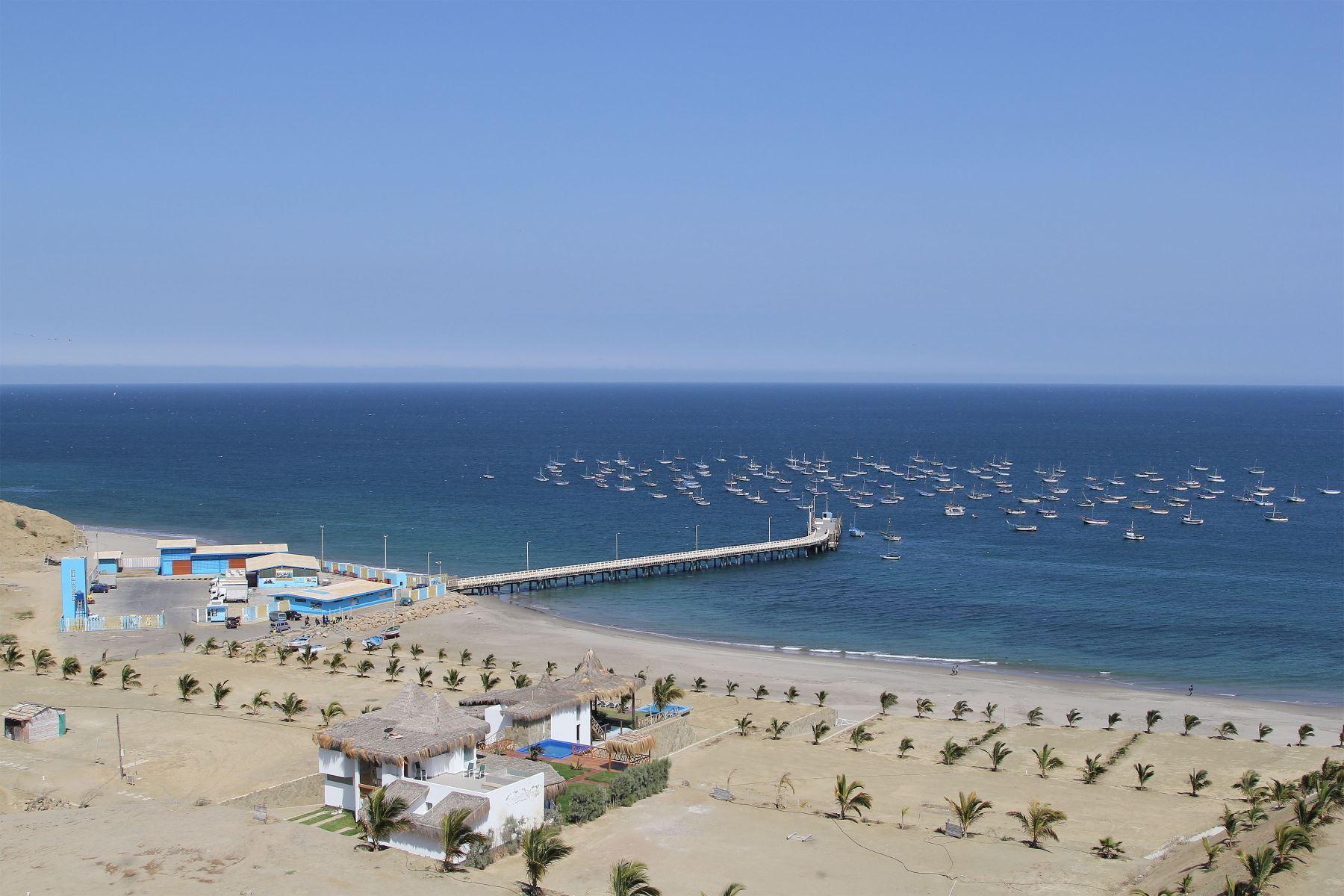 Muelle en la playa El Ñuro, distrito de Los Órganos. Foto: Difusión / PROMPERU