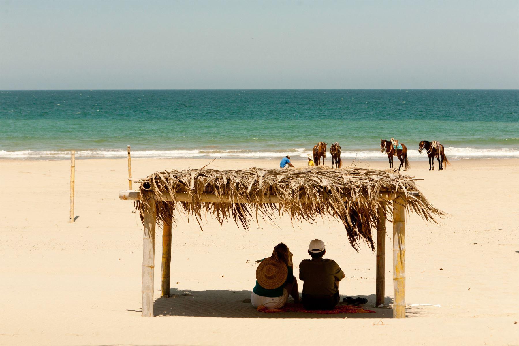 Turistas en el Balnearío de Vichayito. Foto: Difusión/ PROMPERU