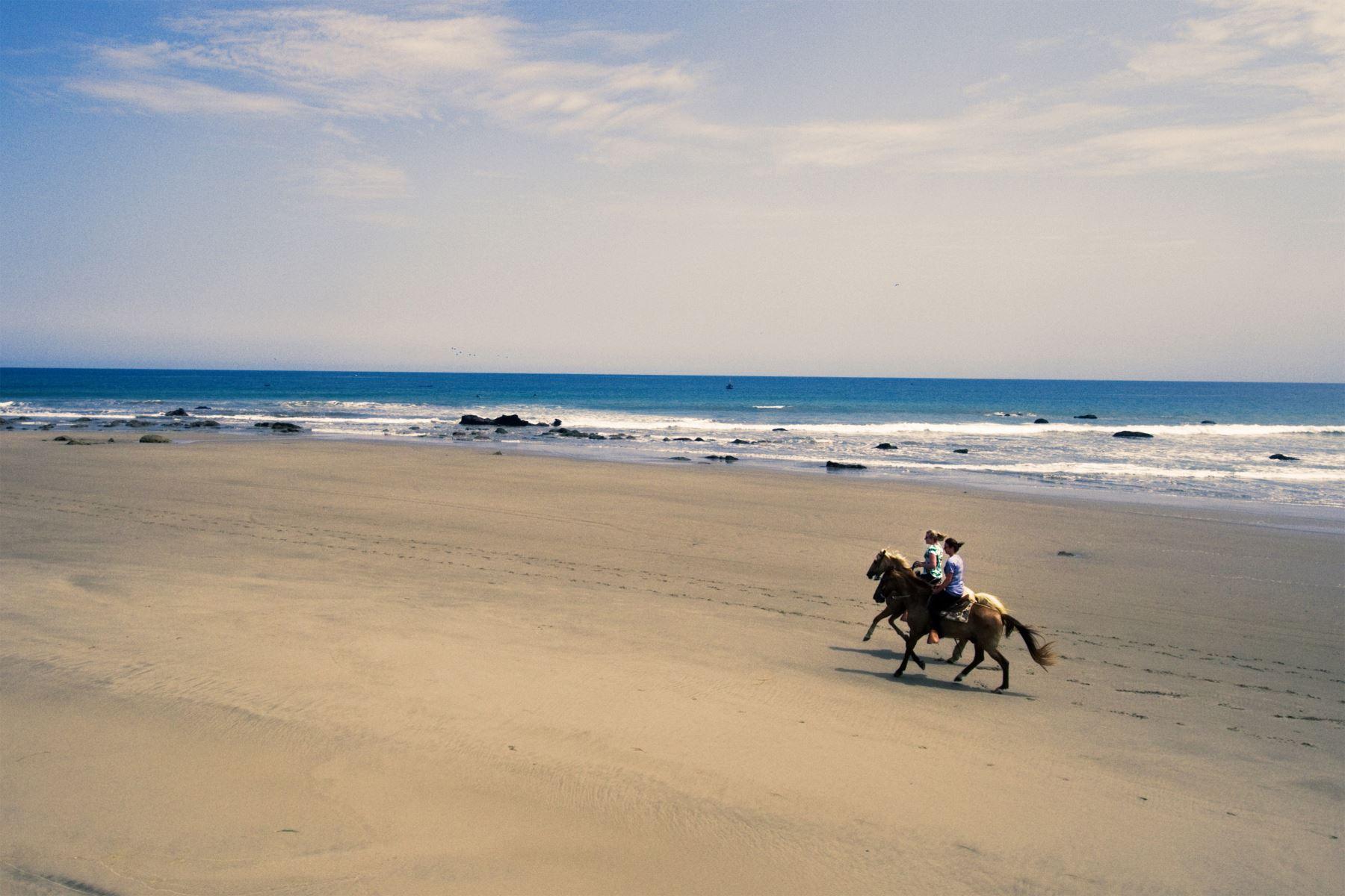 Playa Punta Sal , Tumbes. Foto: Difusión / PROMPERU